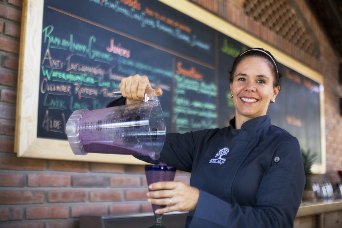 Health Benefits of Juicing:Alejandra Serving Healthy Juices