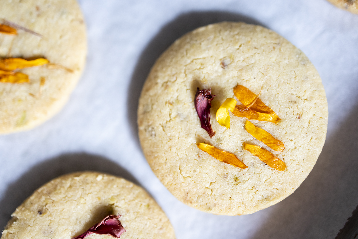 shortbread cookie recipe, mothers day, edible flowers